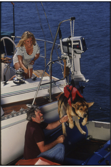 153311-nova-lift-sail-power-boat-dog.jpg